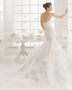 MEDIEVAL vestido de novia  en encaje pedreria y tul.