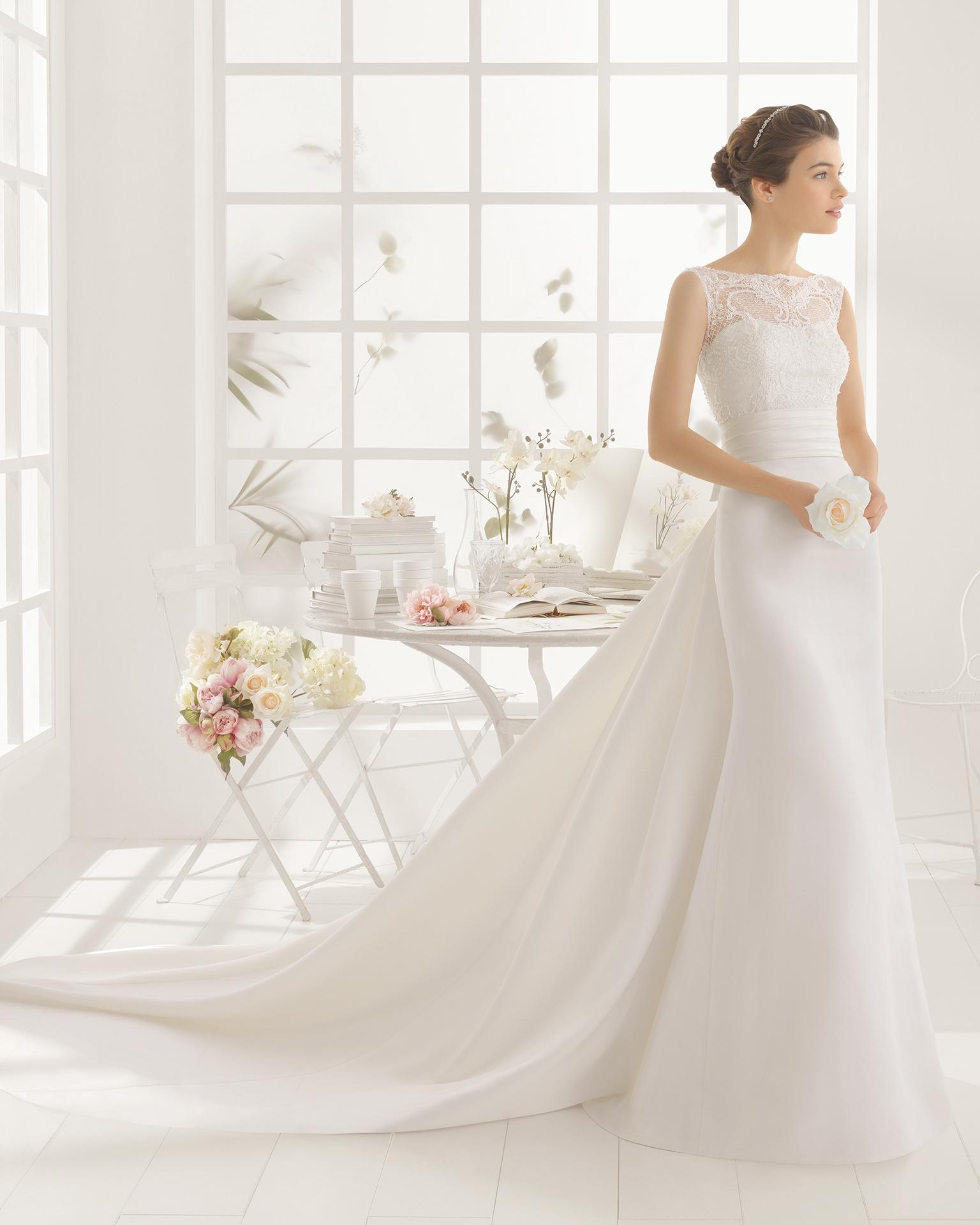 MEMORY beaded satin and guipure wedding dress.