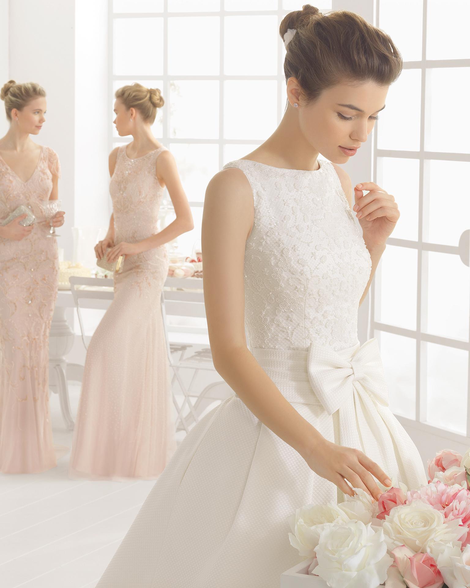 迈阿密(MIAMI)珠饰刺绣凸纹蕾丝新娘婚纱。