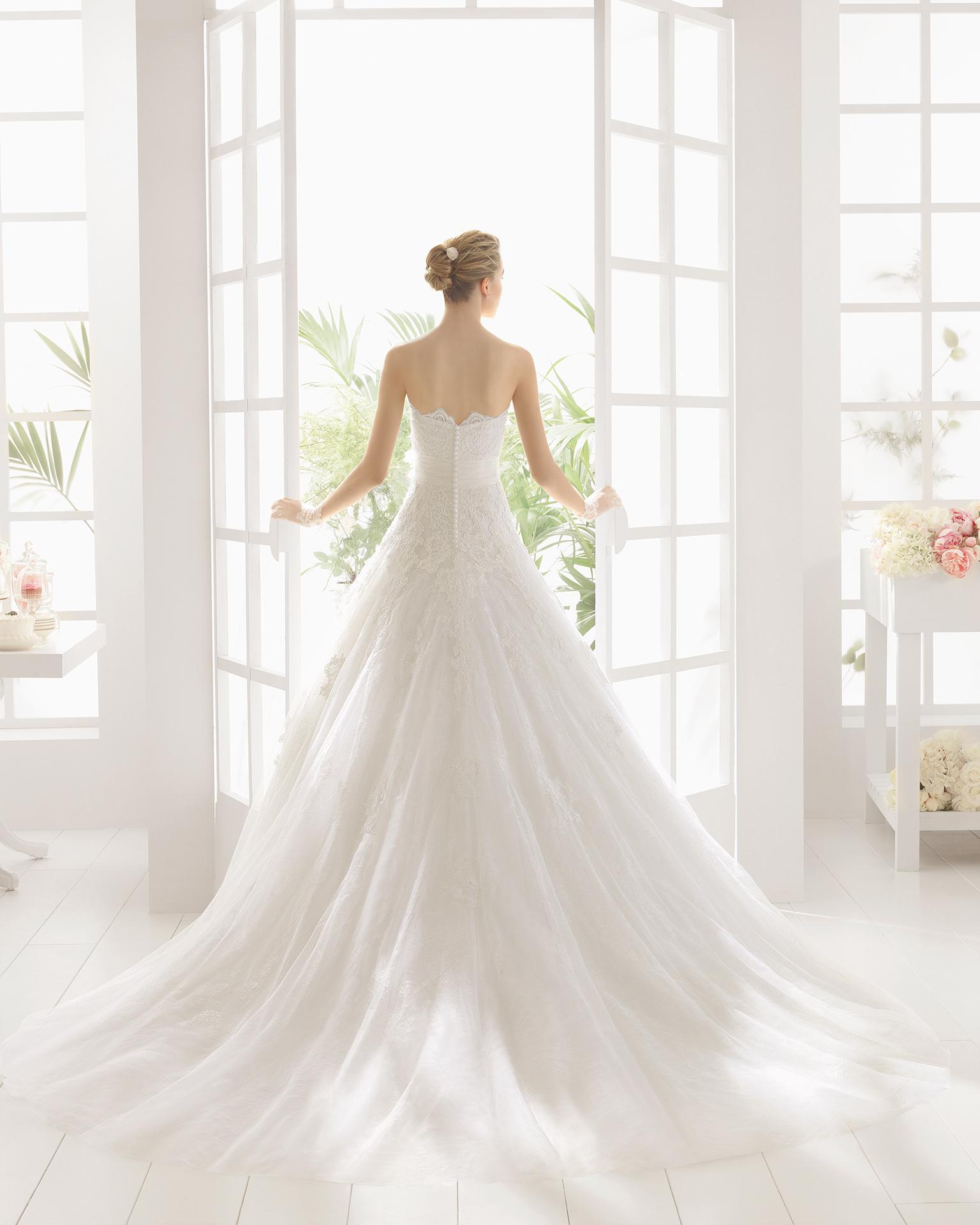 MIREL Hochzeitskleid aus Strass besetzter Spitze.
