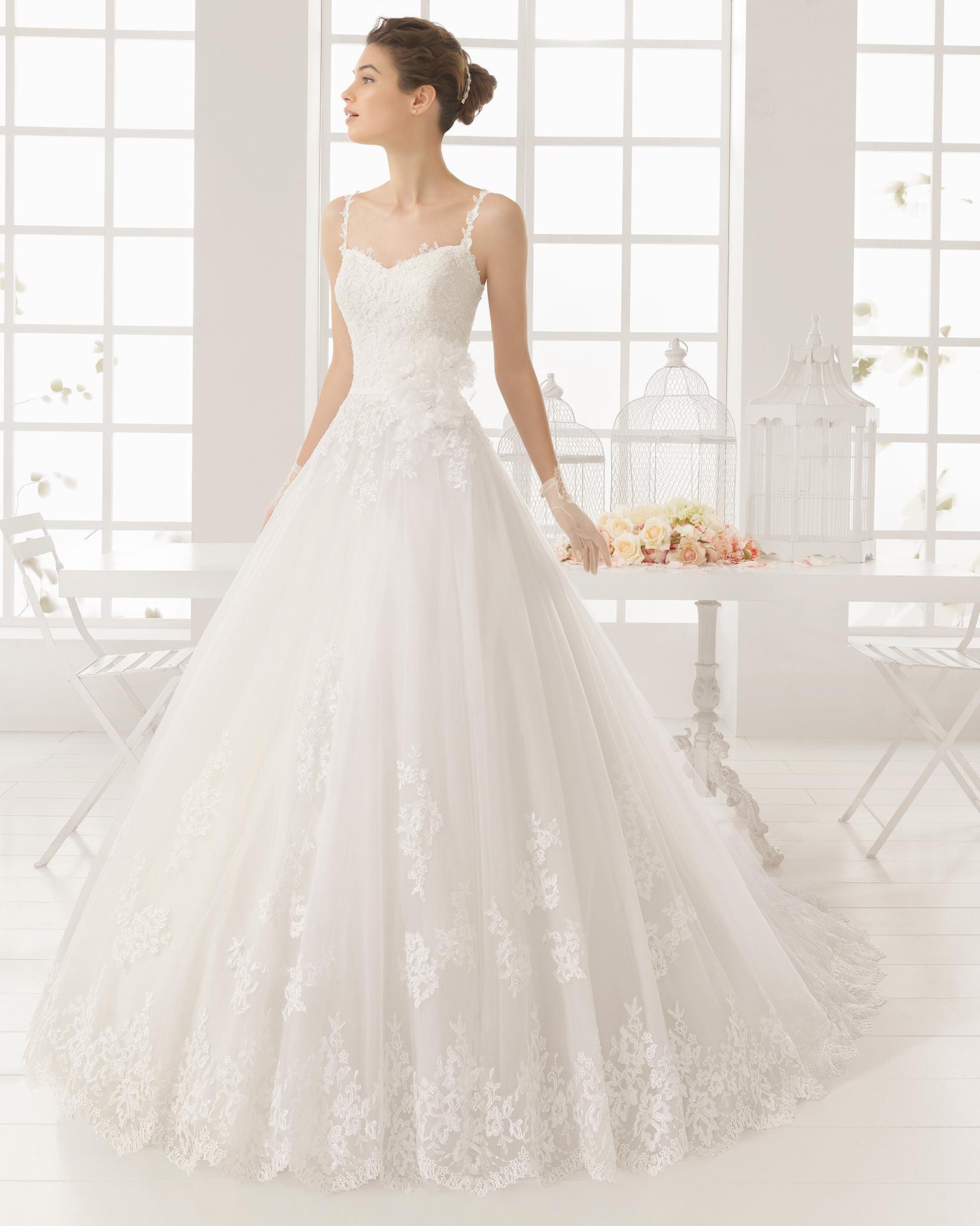 米丽亚姆(MIRIAM)珠饰刺绣薄纱新娘婚纱。
