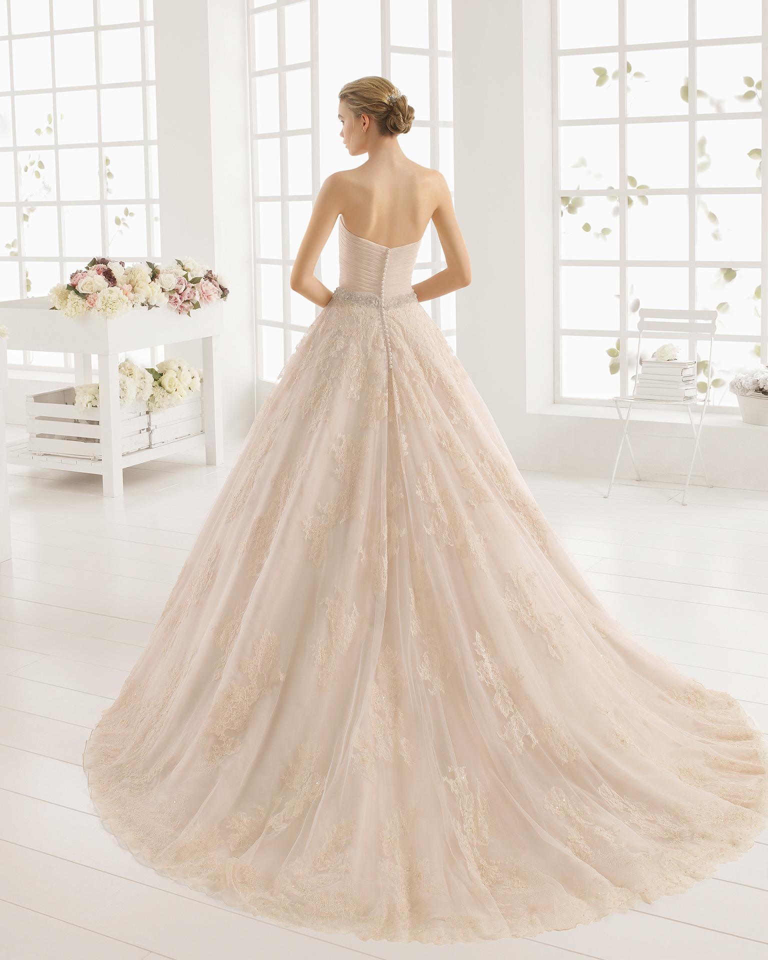 MONICA rochie de mireasă din organza, dantelă şi strasuri.