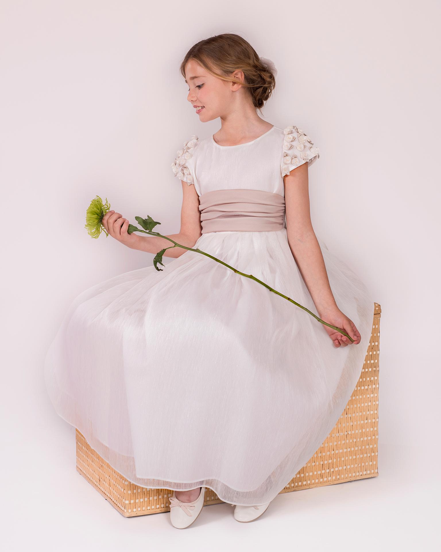 90149 rochie pentru prima comuniune cu croială evazată