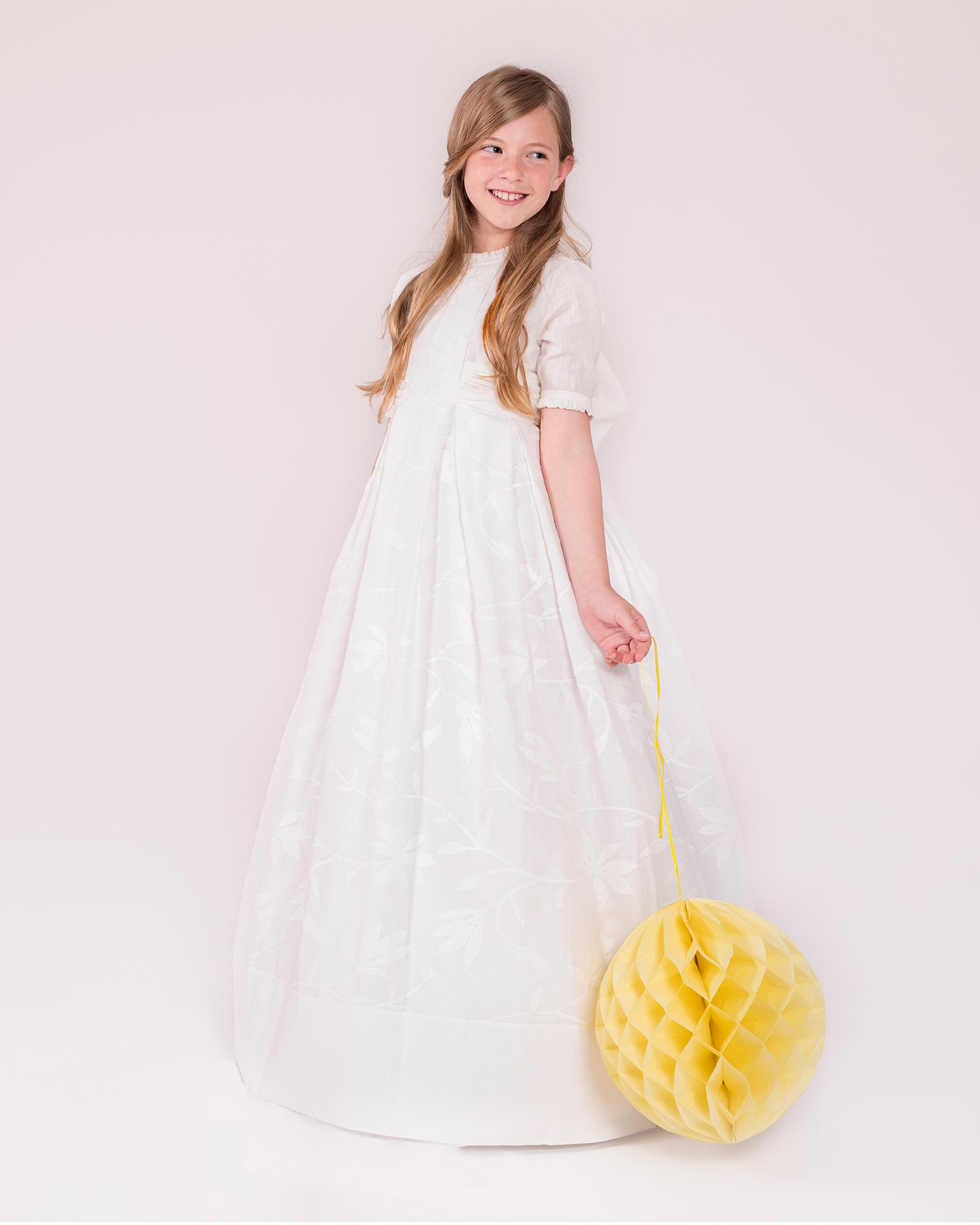 90151 rochie pentru prima comuniune cu croială evazată