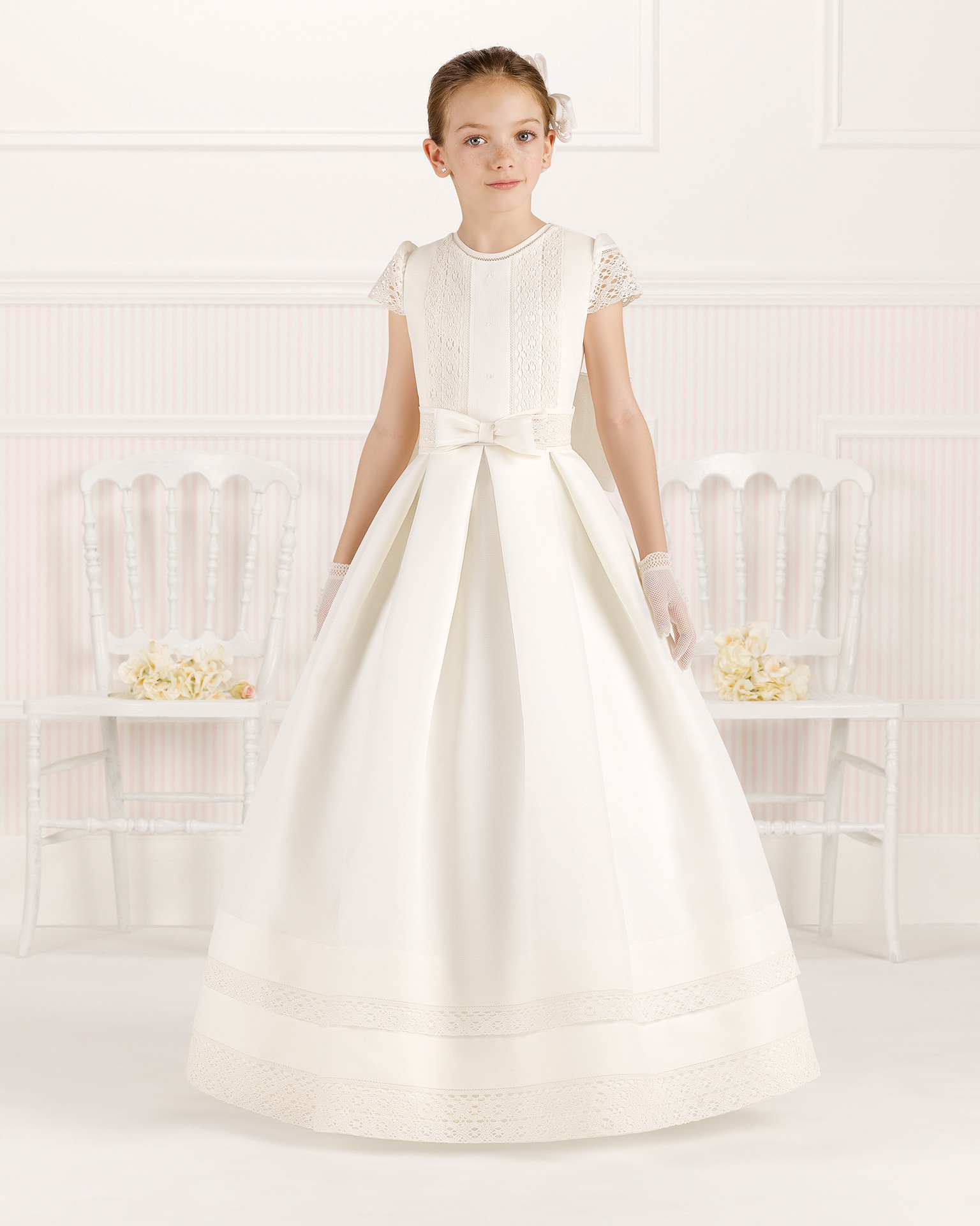 9O111 ballgown-style First Communion dress