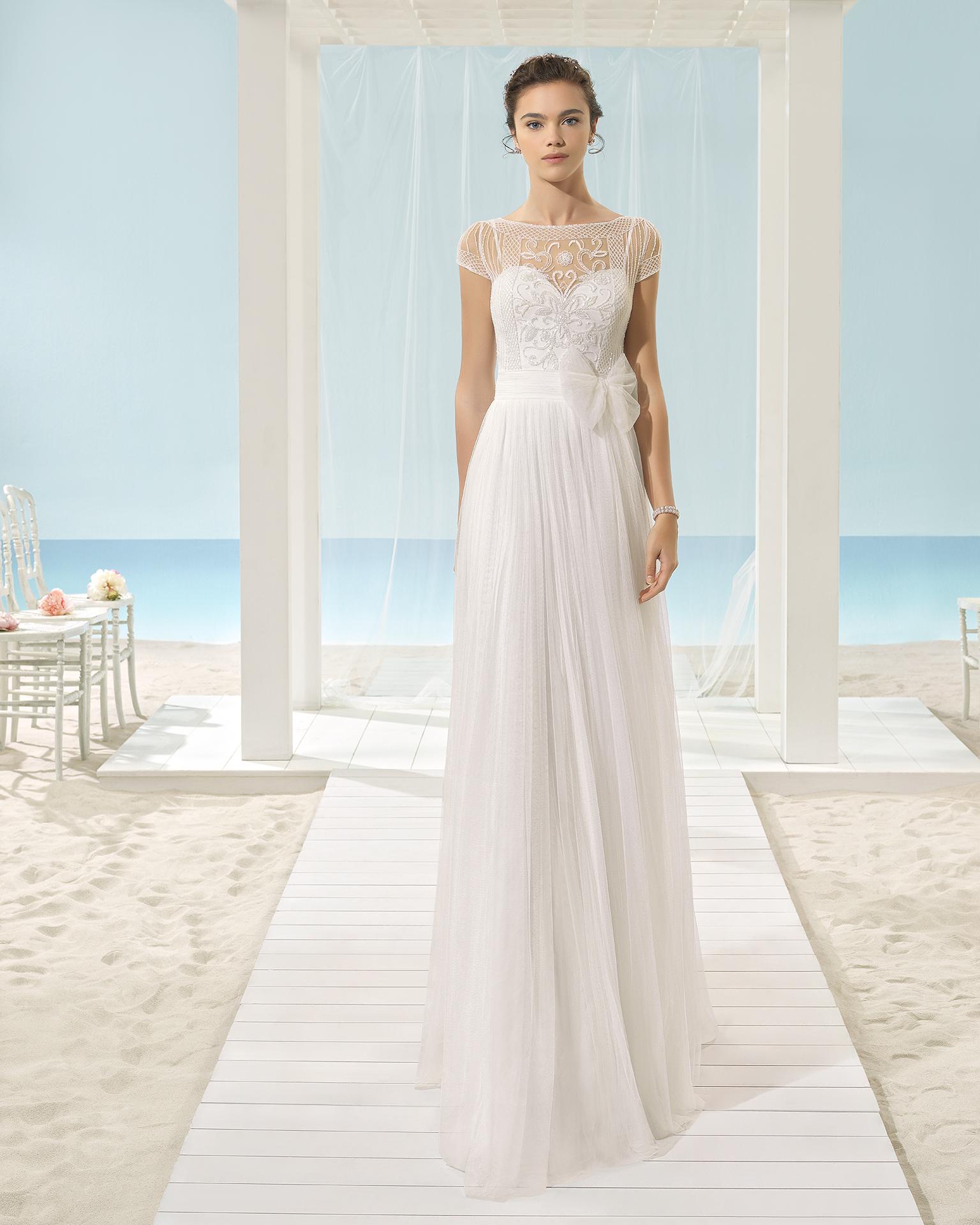 فستان الزفاف XENOP من مجموعة فساتين الزفاف على الشاطئ Aire Barcelona 2017