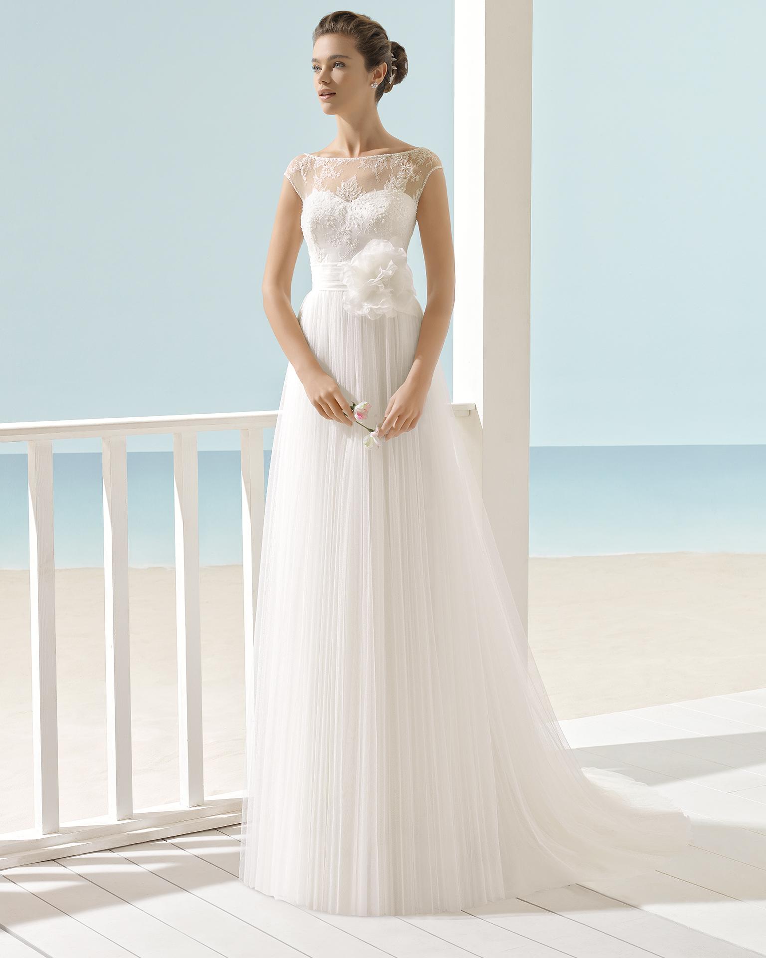 فستان الزفاف XIANA من مجموعة فساتين الزفاف على الشاطئ Aire Barcelona 2017