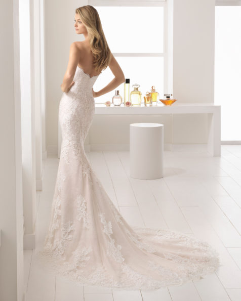 Mermaid-style lace and guipure lace wedding dress with sweetheart neckline, in nude and natural.