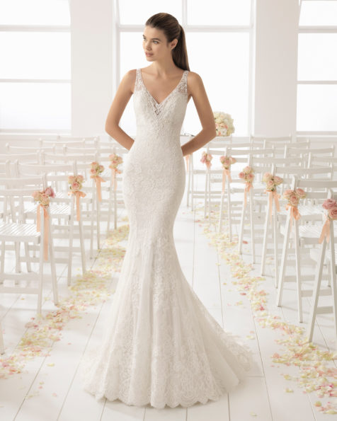 Romantic-style beaded lace wedding dress with V-neckline and lace back, in pearl.
