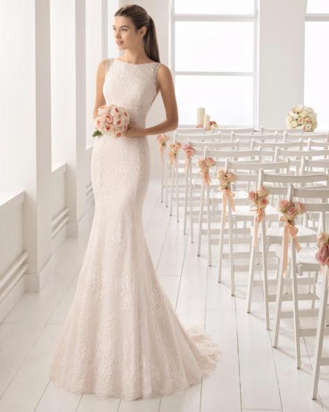 4ca647b9c Vestido de novia estilo romántico en encaje y pedreria con escote barco.