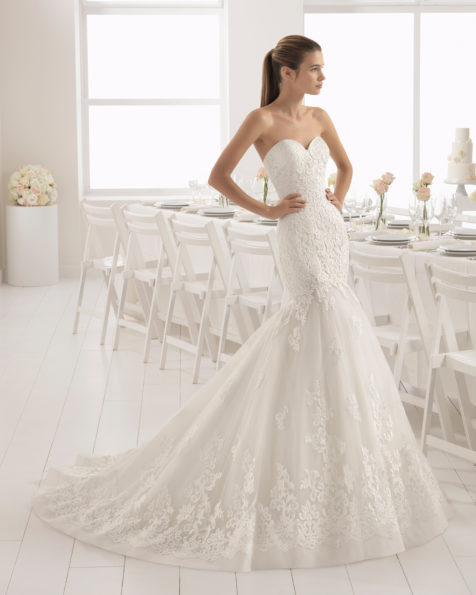 Mermaid-style lace wedding dress with sweetheart neckline.