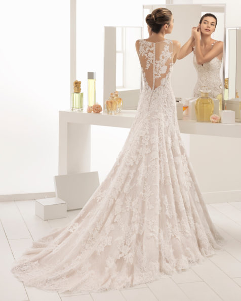 Romantic-style lace and guipure lace wedding dress with sweetheart neckline, in nude and natural.