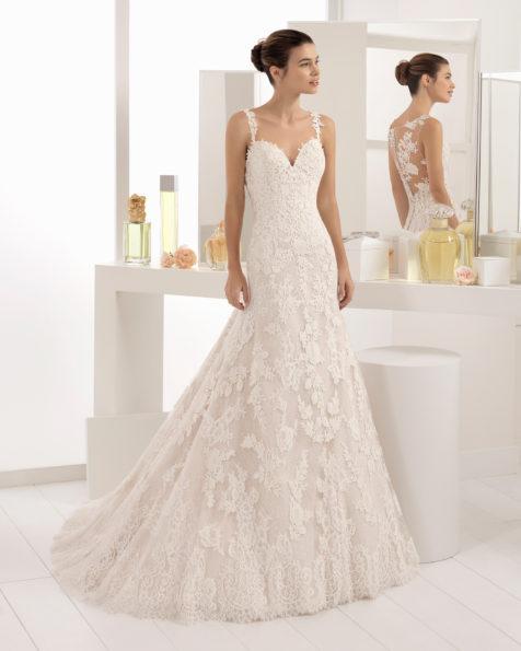 Vestido de novia estilo romántico en encaje y guipur con escote corazón en color nude y en natural.