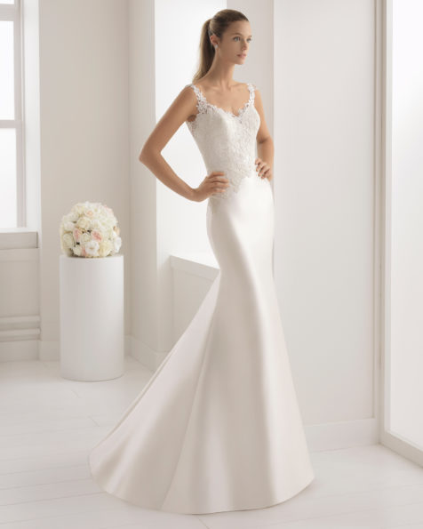 Classic-style mikado and guipure lace wedding dress with V-neckline and tattoo-effect back with lace detail.