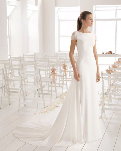 Vestido de novia estilo clásico en crepe con manga corta y con espalda joia de pedreria frost.