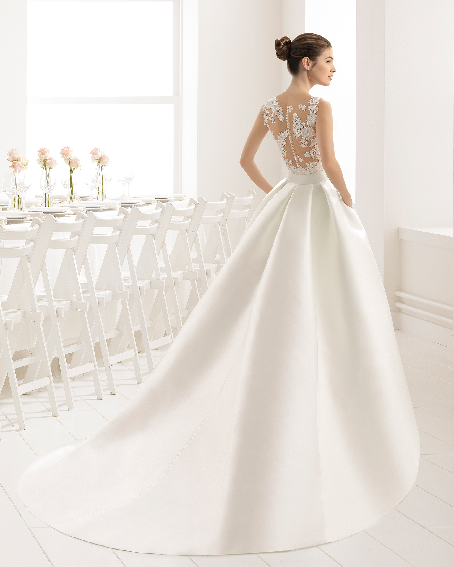 Classic-style close-fitting mikado wedding dress with embroidered matte cotton guipure lace, tattoo-effect back and mikado overskirt, in natural.