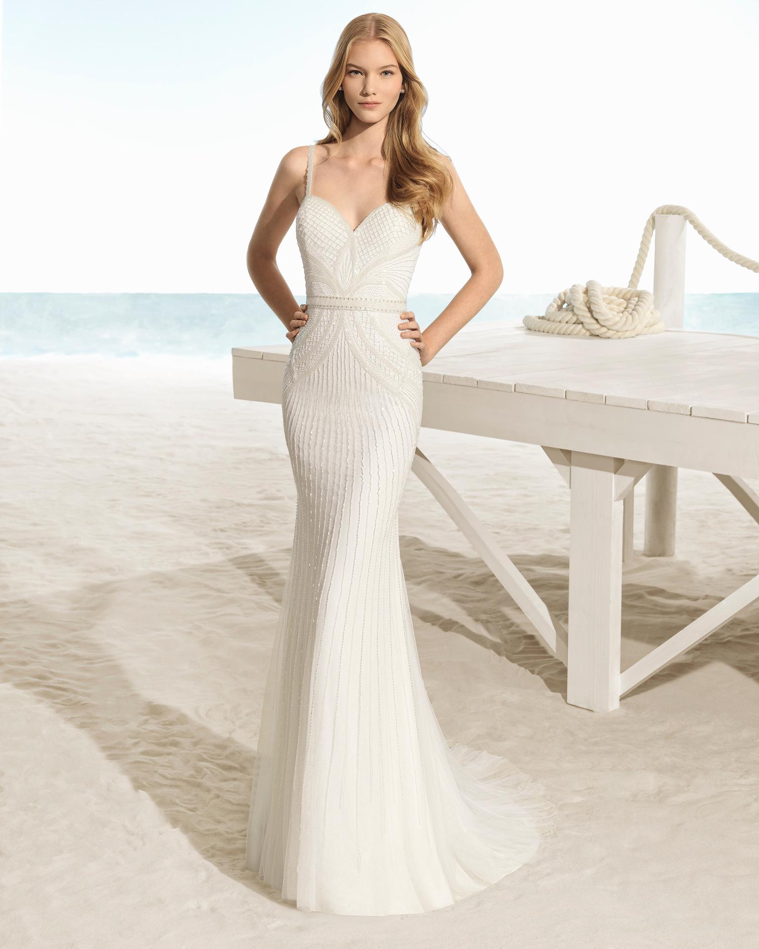 فستان زفاف ذو نمط بوهيمي، مزيّن بالخرز وذو تقويرة رومنسية وفتحة ظهر على شكل