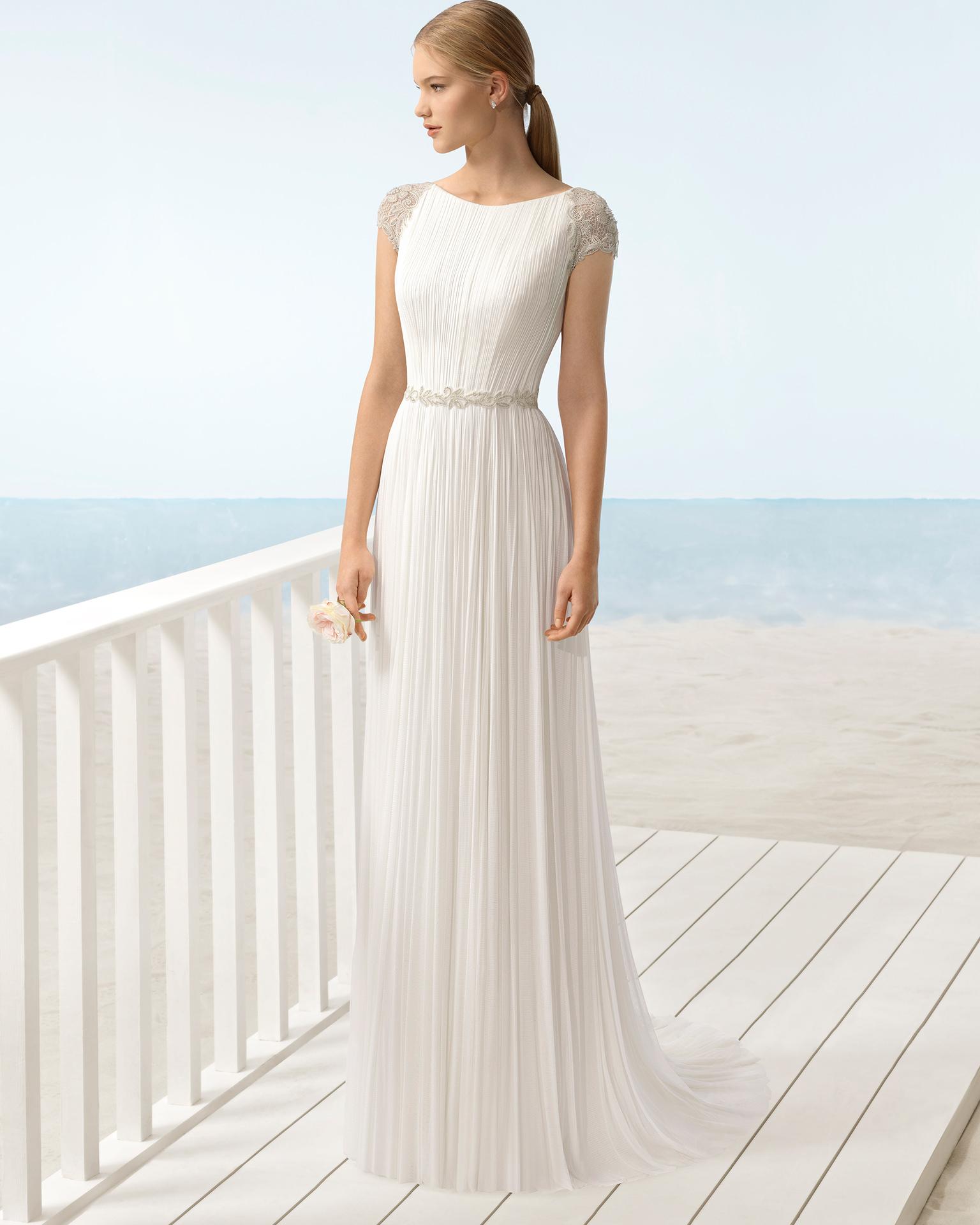 Vestido de novia estilo boho en muselina de seda, con escote barco y espalda joya.