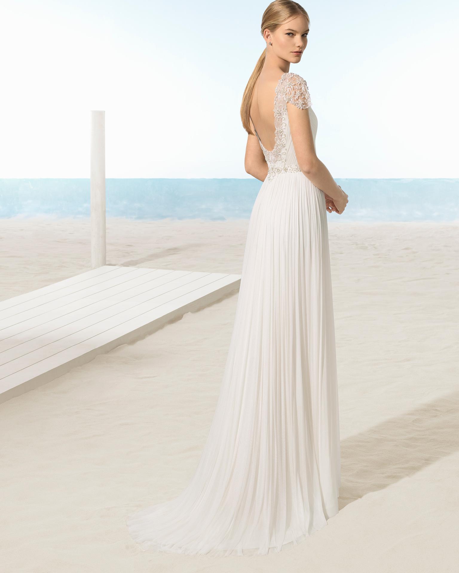 波西米亚风全丝薄纱新娘婚纱,交叉领口珠宝镶饰后背设计。