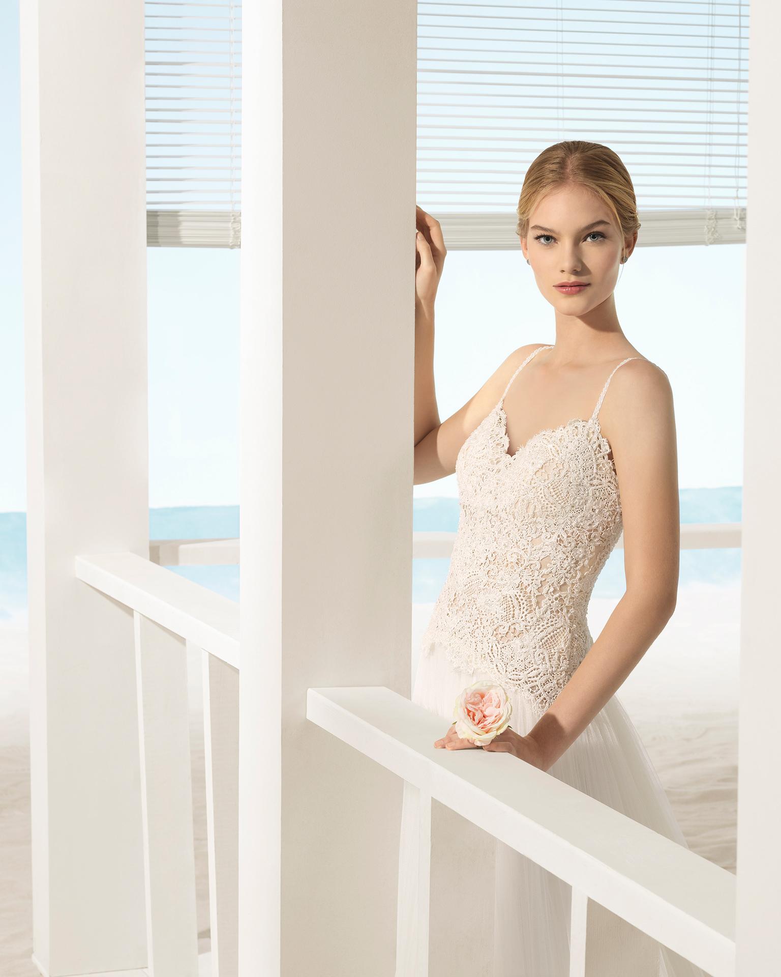 Abito da sposa stile linea ad A in tulle e guipure con strass, con schiena scollata, colore naturale/carne.