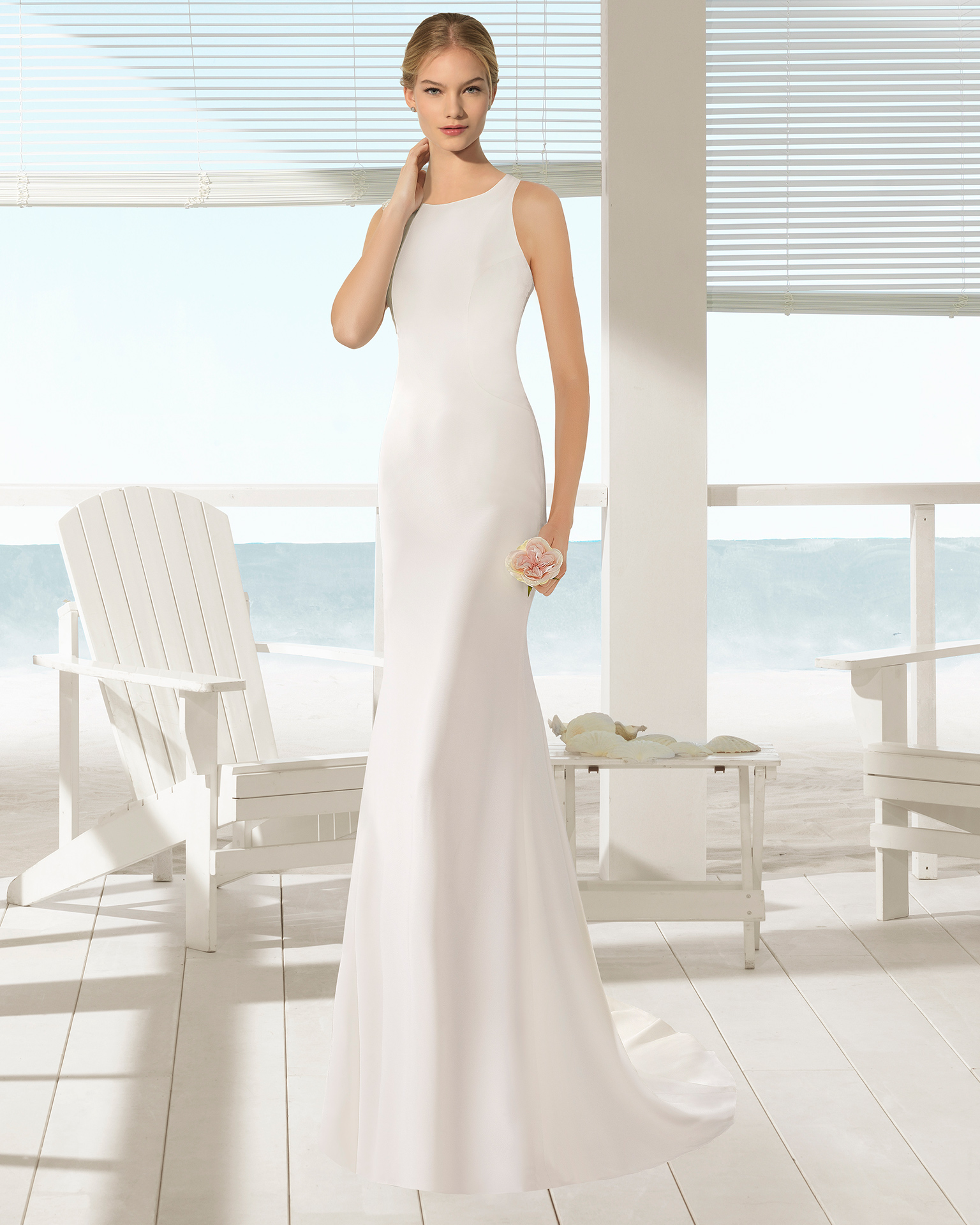Crepe sheath wedding dress with round neck and open back, in natural.