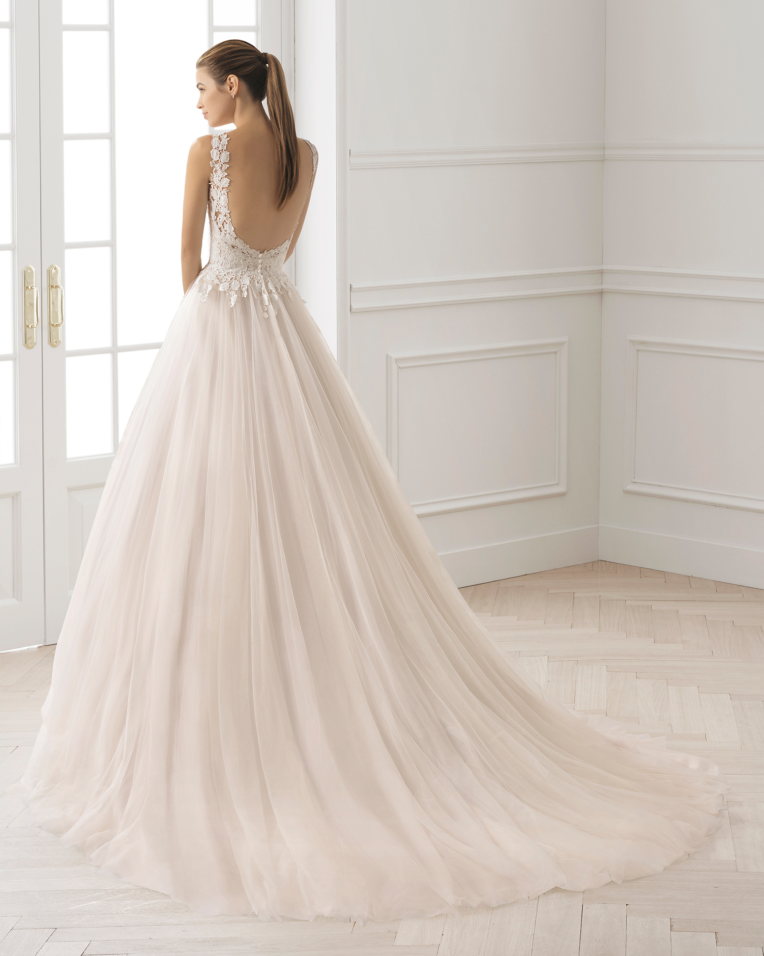 A-line tulle and guipure lace wedding dress with V-neckline and low back, in rose and natural.