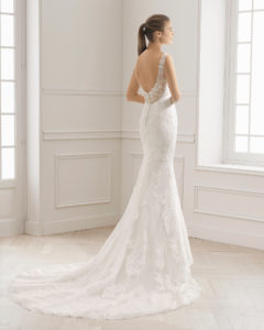 2e7d4a96ea ... Mermaid-style lace wedding dress with sweetheart neckline and low back