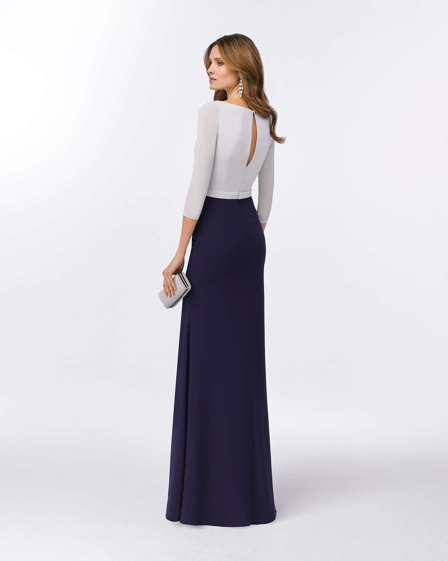 Long beaded chiffon cocktail dress with three-quarter sleeves and slit side. Available in silver/navy blue and natural/silver 2018 FIESTA AIRE BARCELONA Collection.