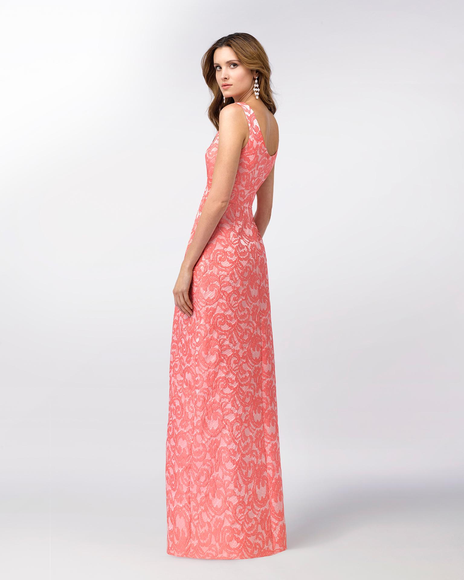 Vestido de fiesta largo de brocado sin mangas con amplia falda estructurada. Disponible en color rosa y azul. Colección FIESTA AIRE BARCELONA 2018.