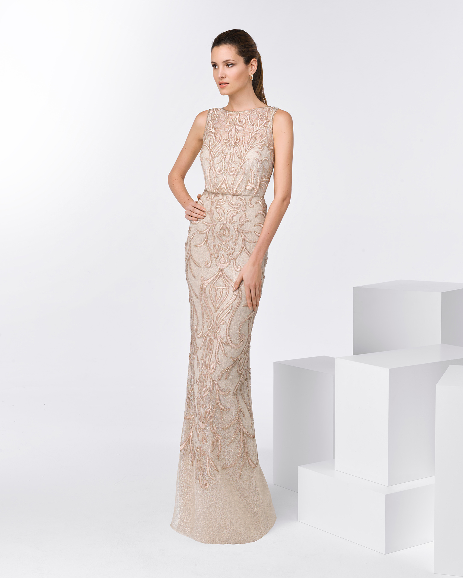 84ddc73a4 Long sleeveless beaded cocktail dress. Available in pink and beige. 2018 FIESTA  AIRE BARCELONA ...