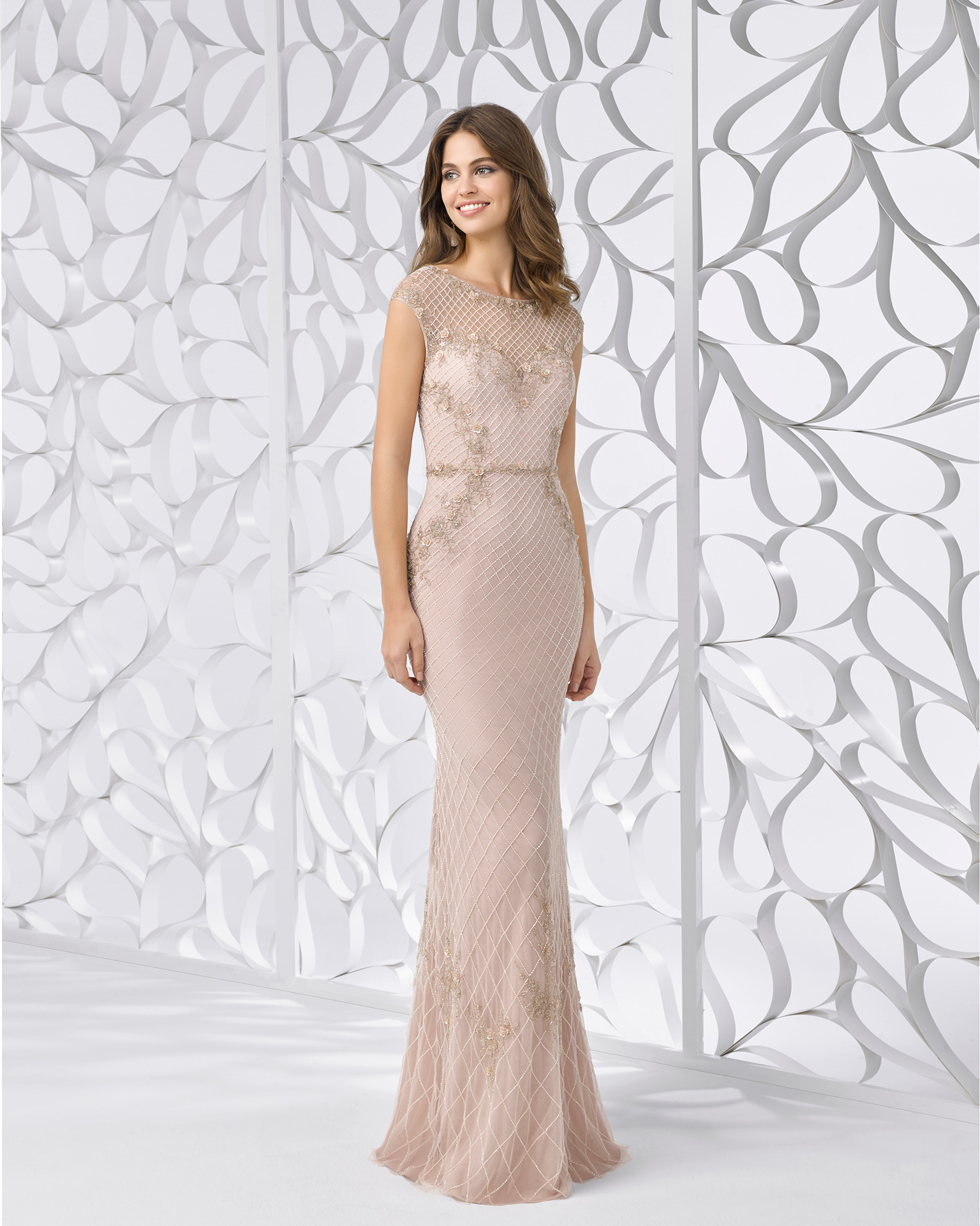 Beaded embroidery cocktail dress with bateau neckline and illusion back. Available in nude. 2018 FIESTA AIRE BARCELONA Collection.