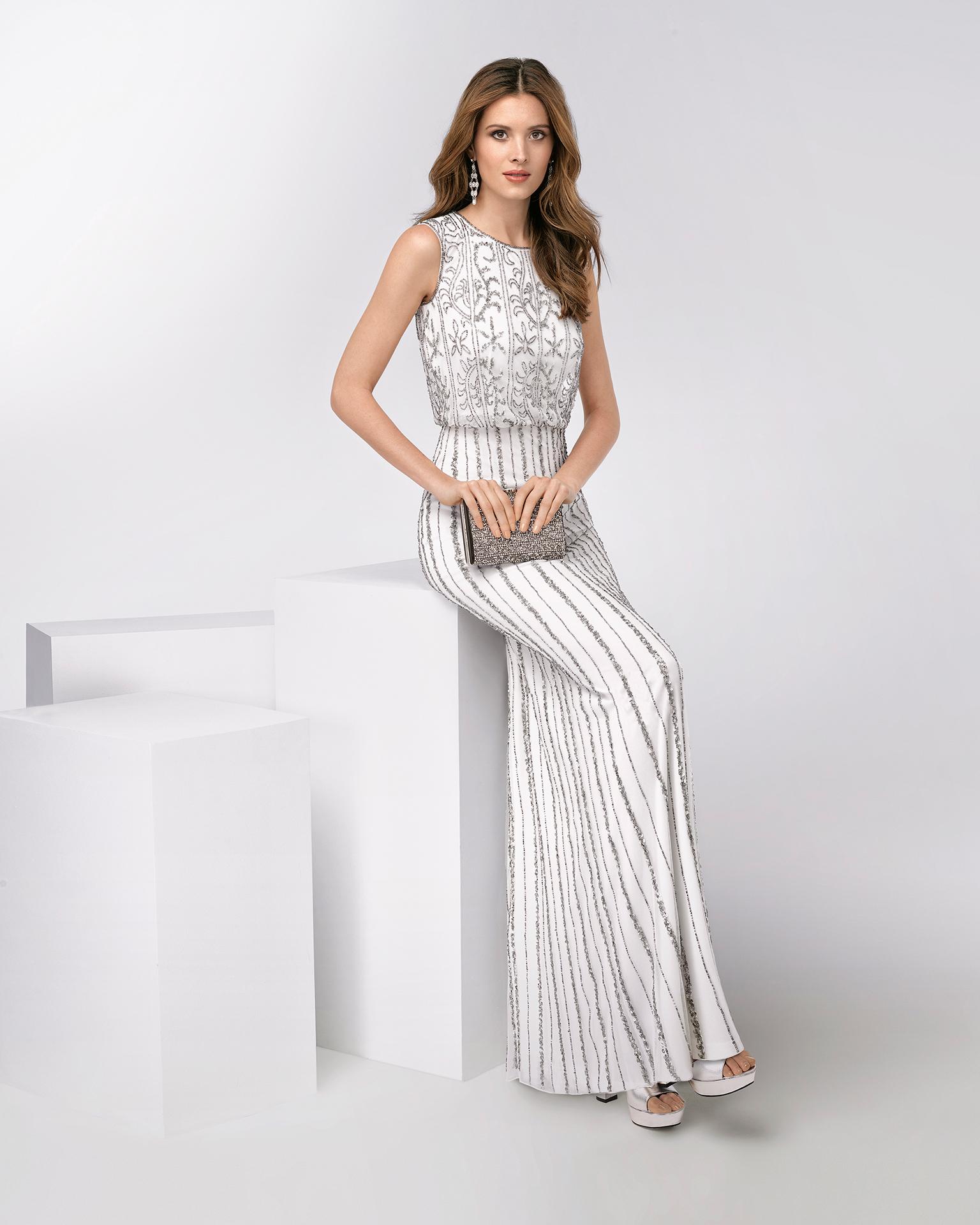 Vestido de fiesta largo sin mangas con pedrería. Disponible en color plata/marfil. Colección FIESTA AIRE BARCELONA 2018.