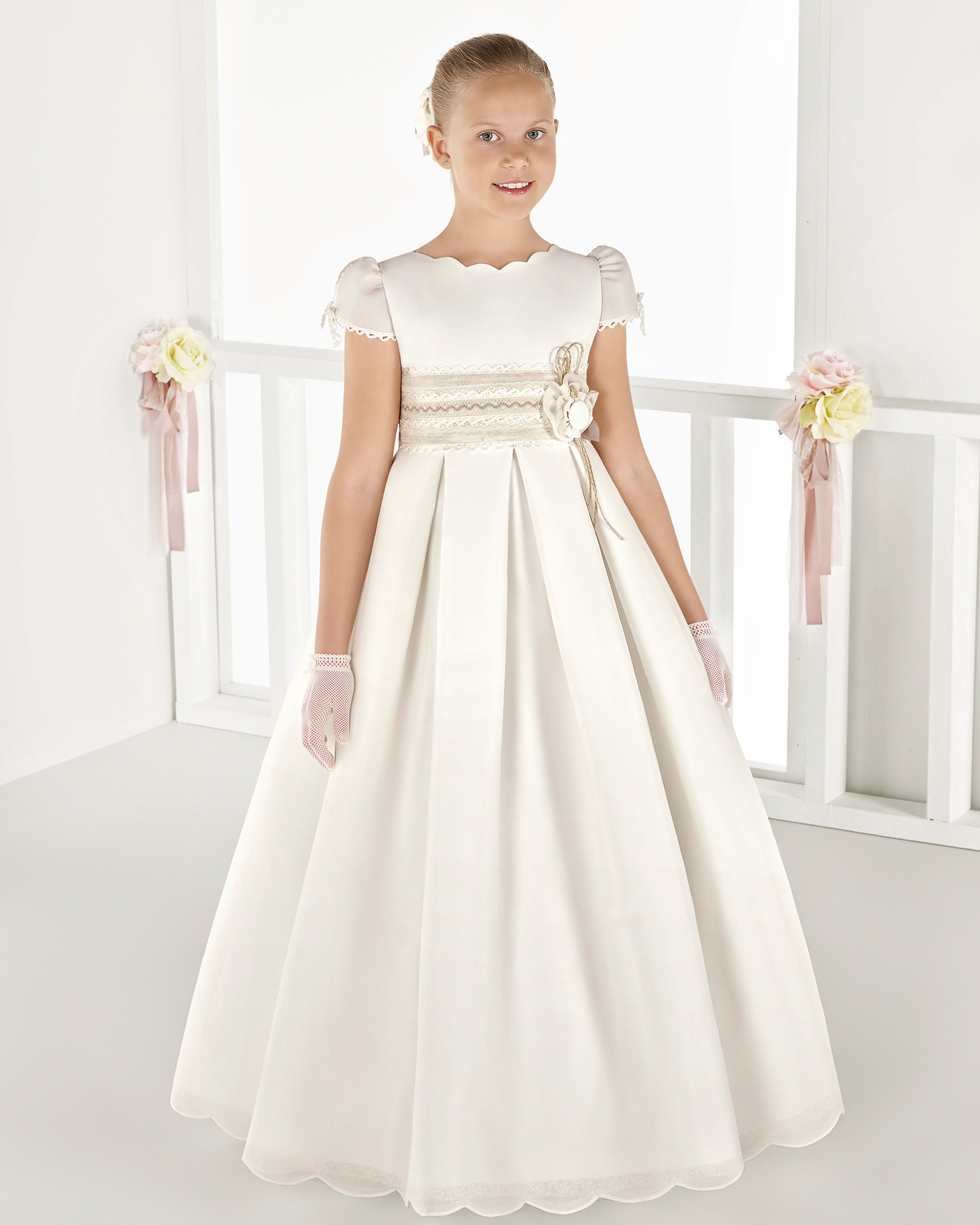 Classic basketweave First Communion or bridesmaid's dress with empire waist, in ivory. 2018 AIRE COMUNION Collection.