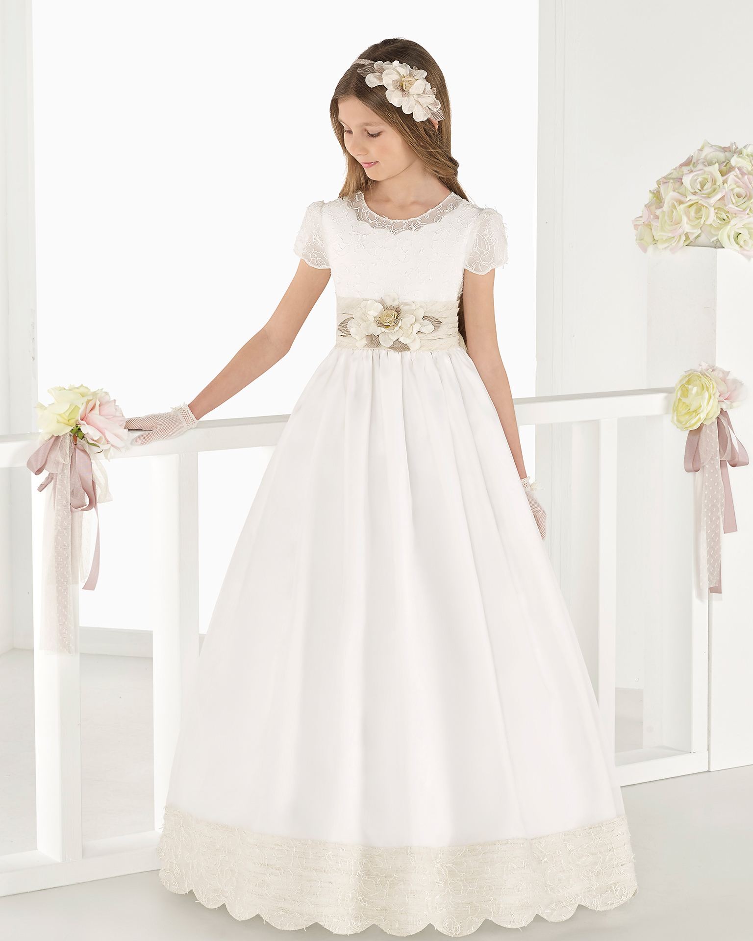 Classic matt organza First Communion or bridesmaid's dress with empire waist, in natural. 2018 AIRE COMUNION Collection.