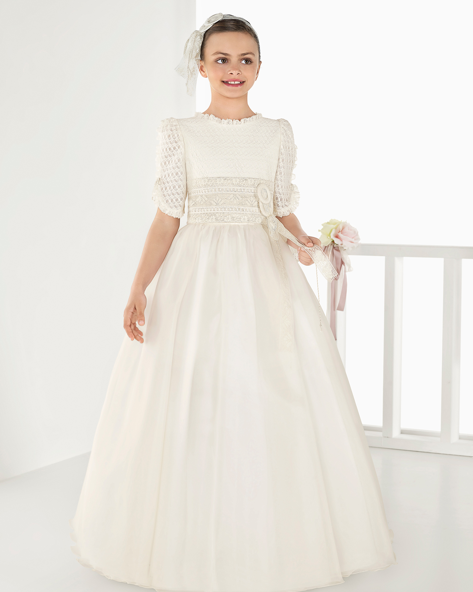 Ballgown-style matt organza First Communion or bridesmaid's dress with regular waist, in ivory. 2018 AIRE COMUNION Collection.
