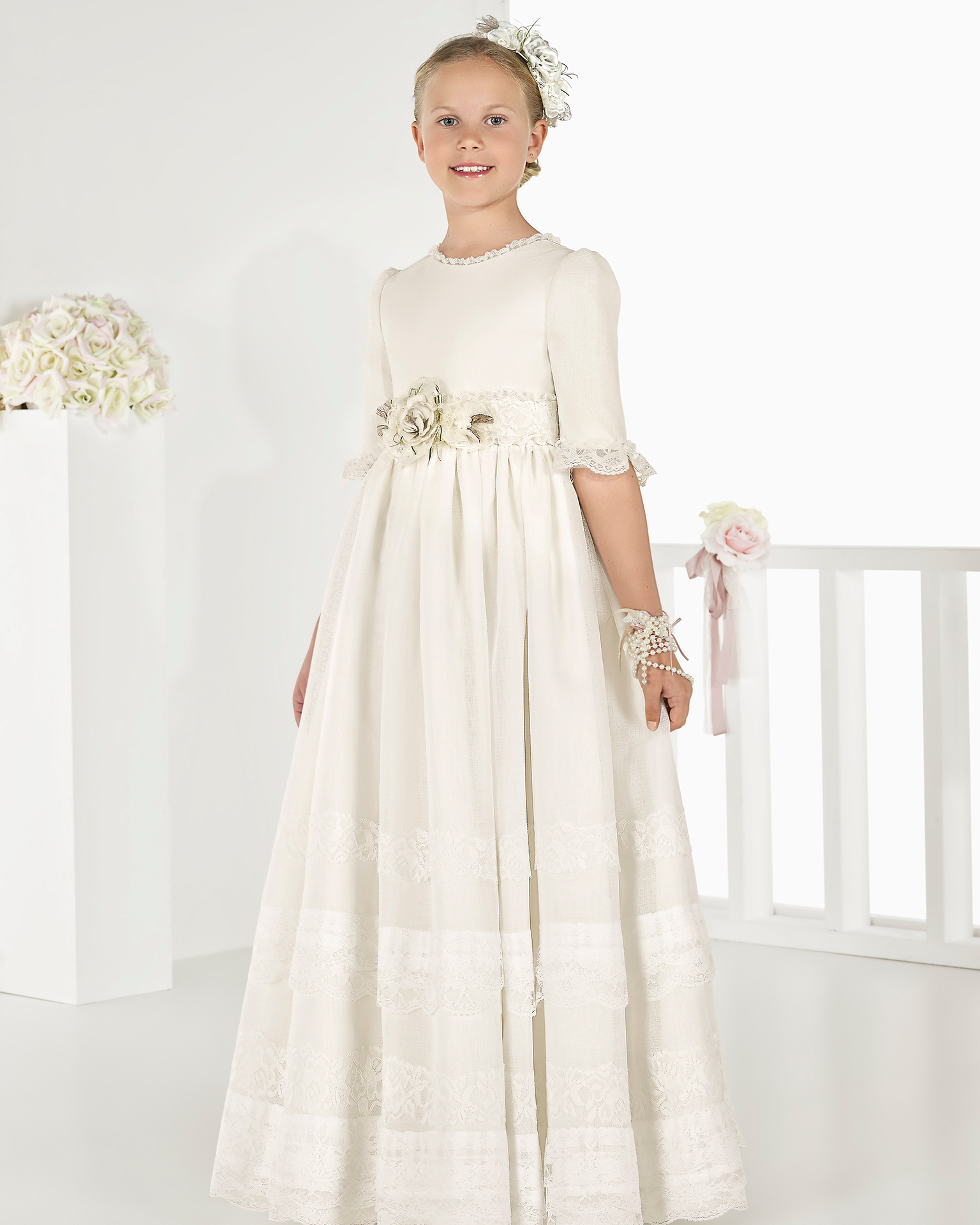 Princess-style rustic basketweave First Communion or bridesmaid's dress with empire waist, in natural. 2018 AIRE COMUNION Collection.