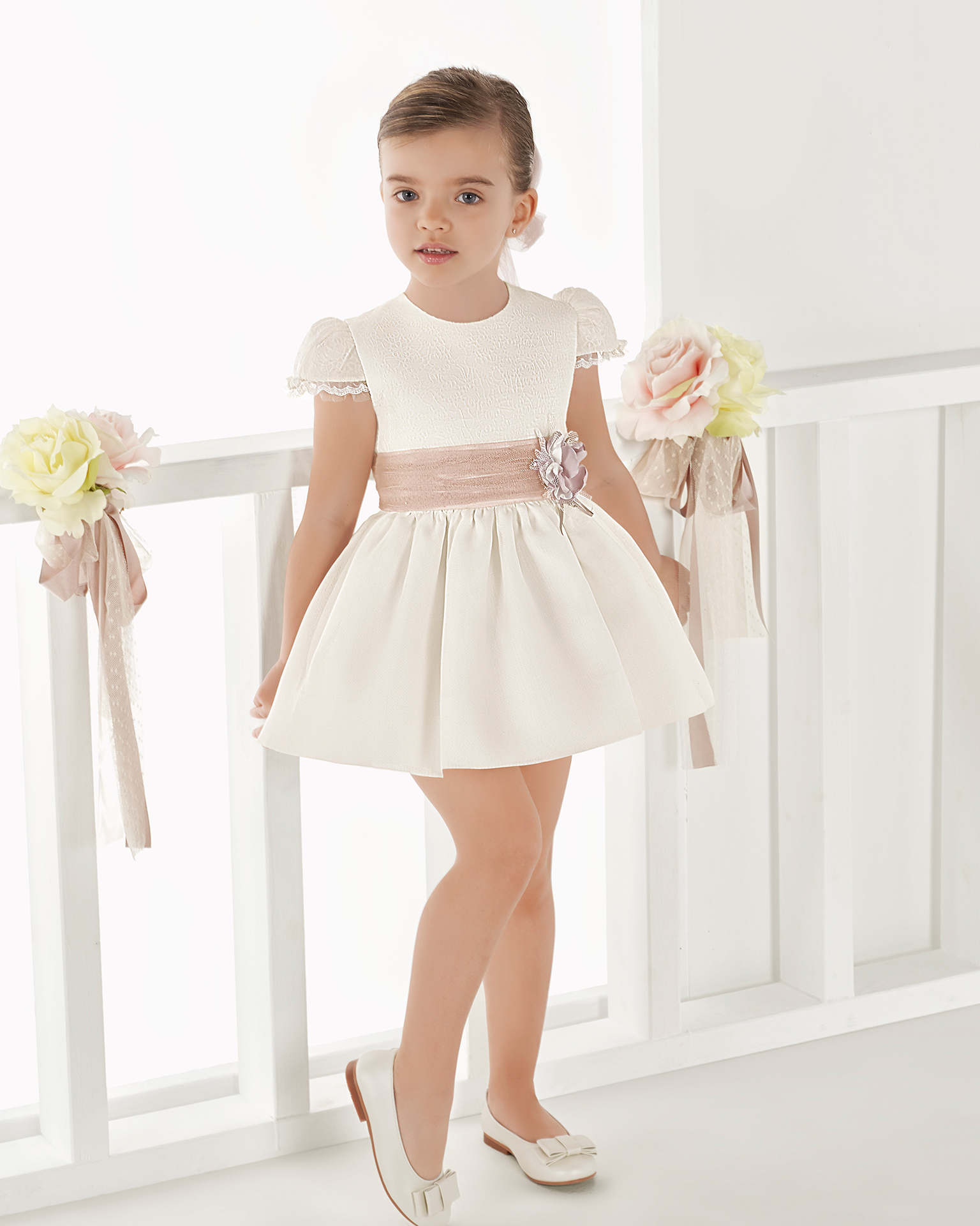 Ballgown-style striped First Communion or bridesmaid's dress, in natural. 2018 AIRE COMUNION Collection.