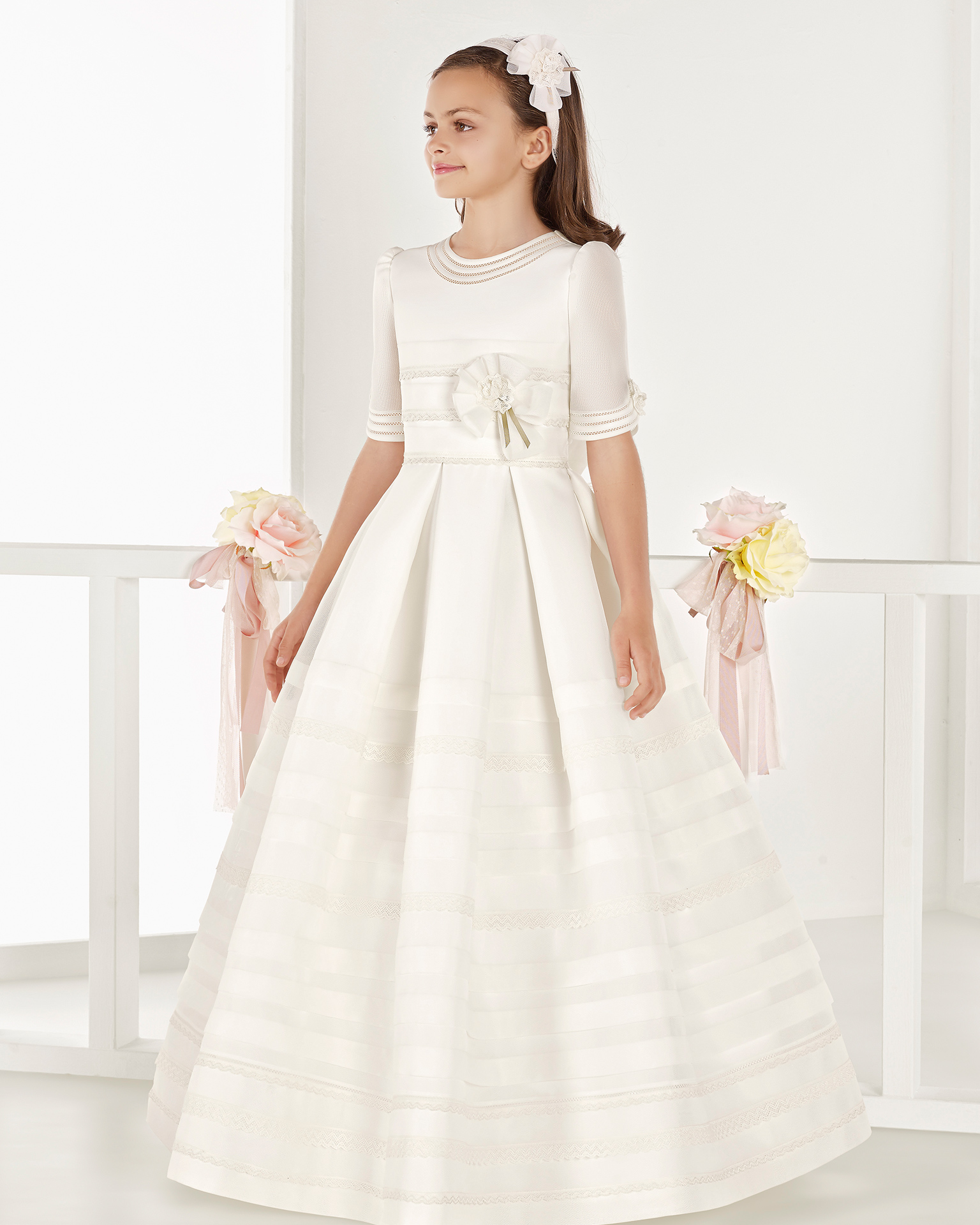 Classic basketweave First Communion dress with regular waist and pin tucks, in ivory. 2018 AIRE COMUNION Collection.