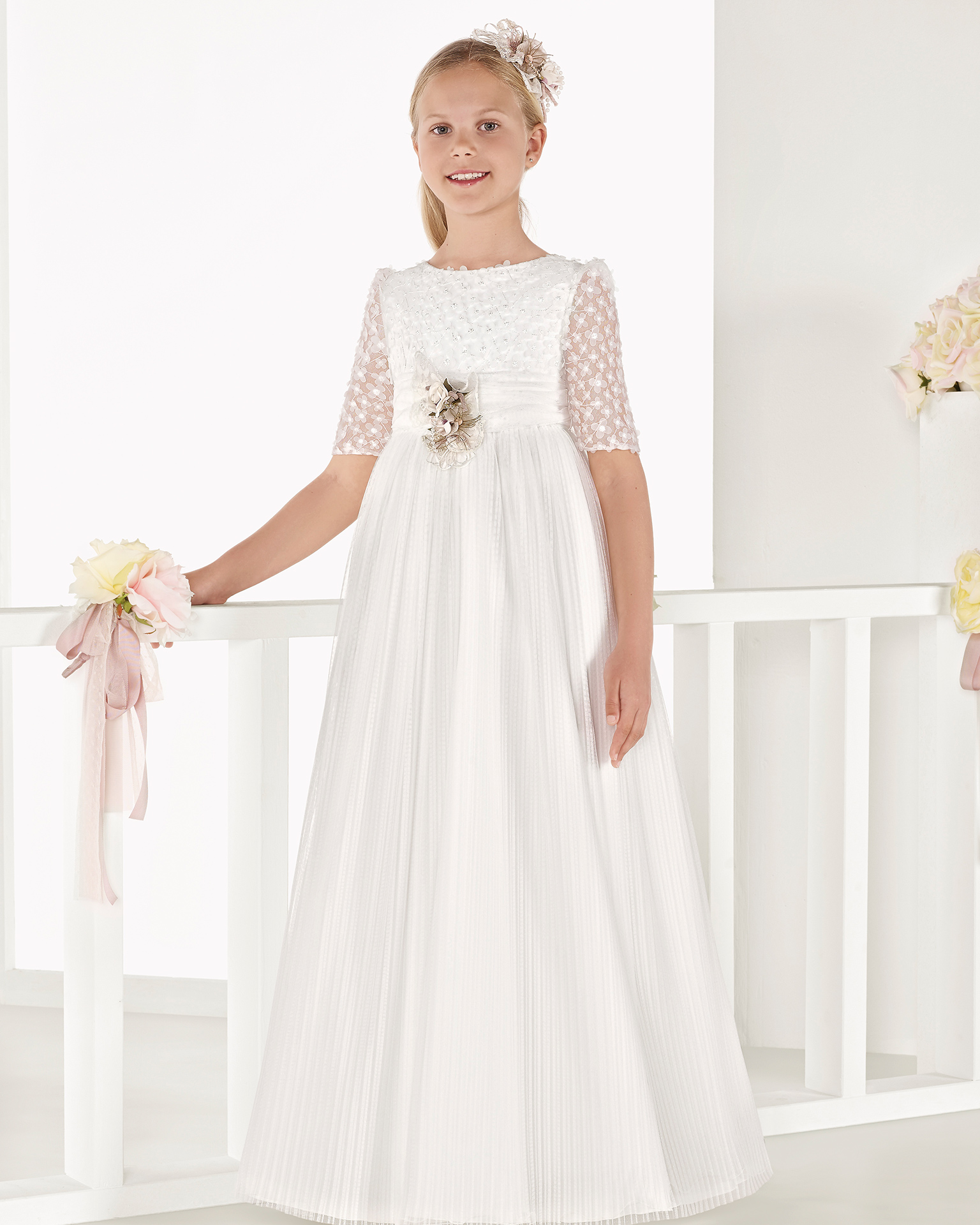 Princess-style pleated tulle First Communion or bridesmaid's dress with empire waist, in natural. 2018 AIRE COMUNION Collection.