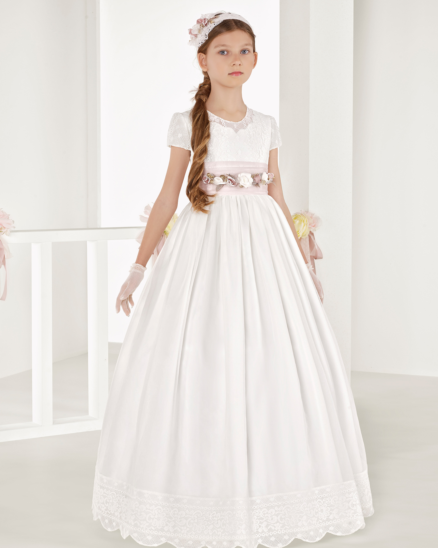 Ballgown-style striped organza First Communion or bridesmaid's dress with empire waist, in natural. 2018 AIRE COMUNION Collection.