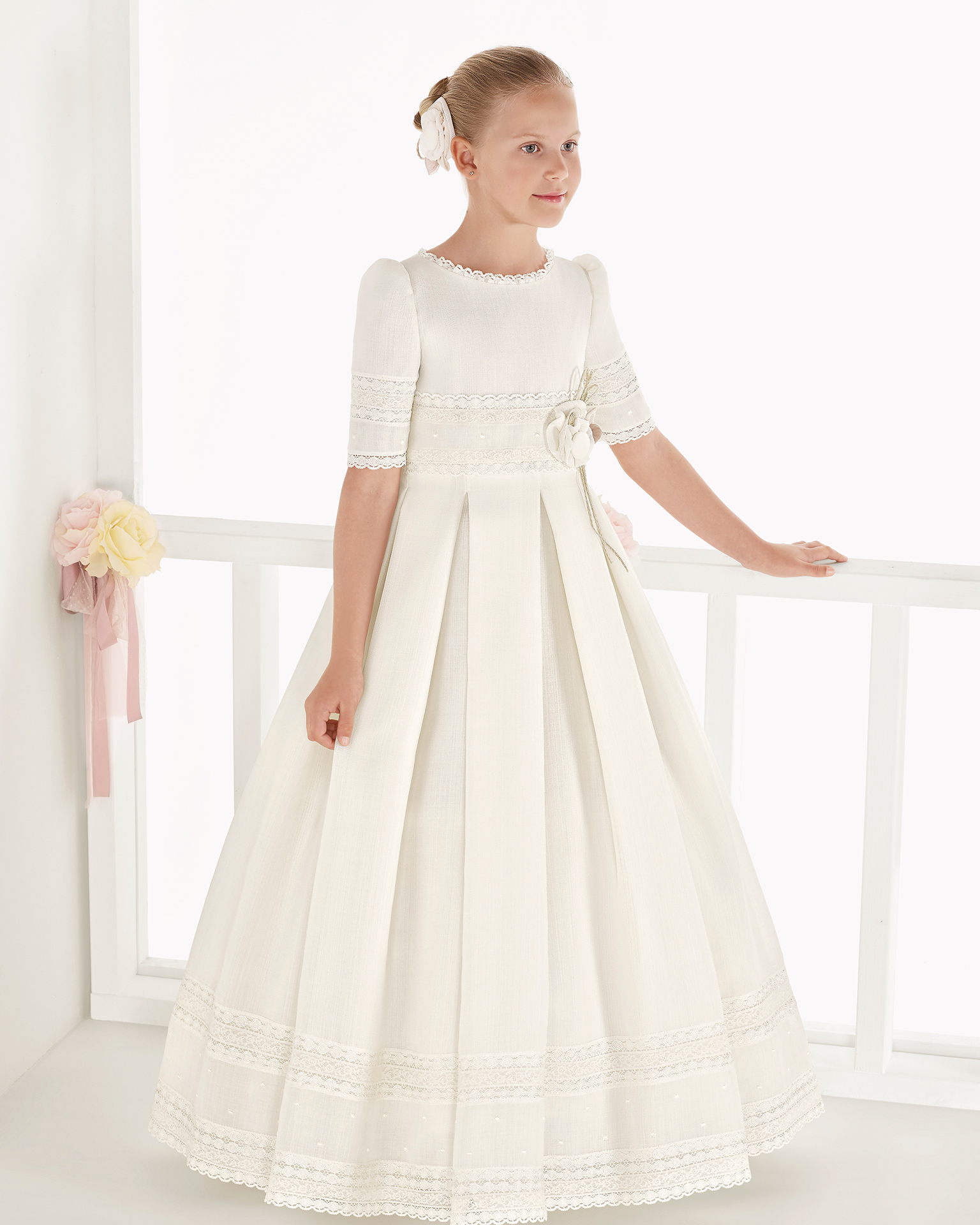 Classic rustic basketweave First Communion dress with empire waist, in ivory. 2018 AIRE COMUNION Collection.