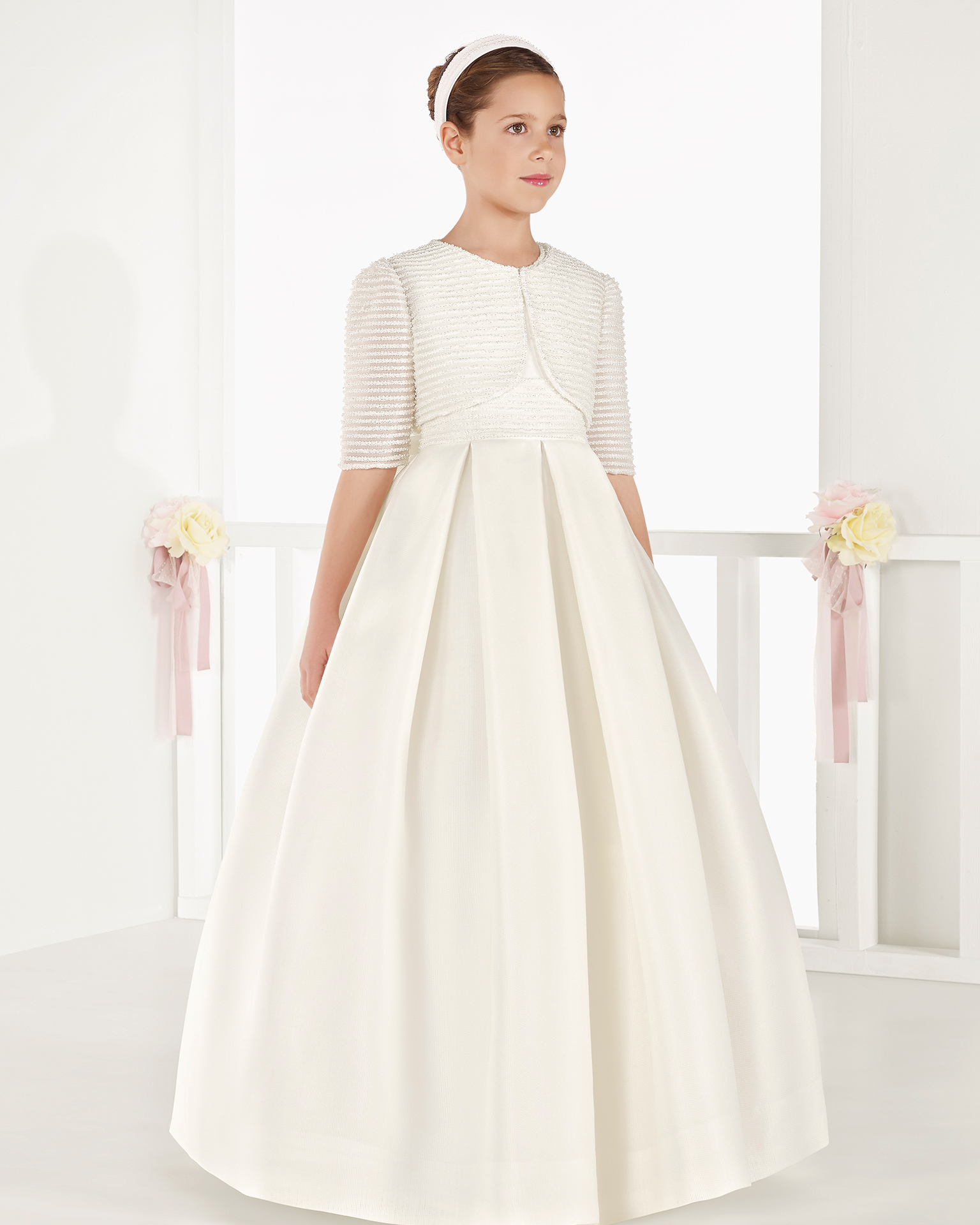 Classic basketweave silk First Communion dress with empire waist, in ivory. 2018 AIRE COMUNION Collection.