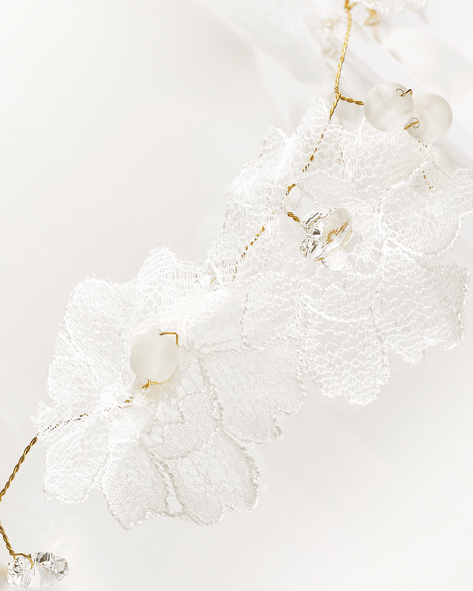 Metal wire, lace and crystal tiara, in natural and gold. 2018 AIRE BARCELONA Collection.