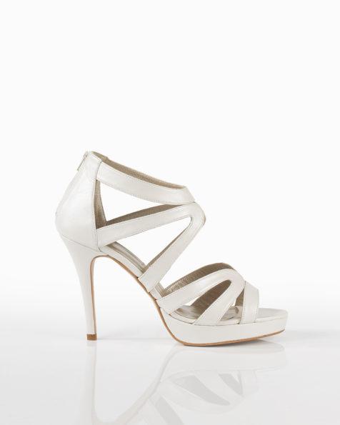 Sandale din piele cu toc de 90 mm. Disponibil în culorile ecru, nisipiu și auriu. Colecția AIRE BARCELONA 2018.