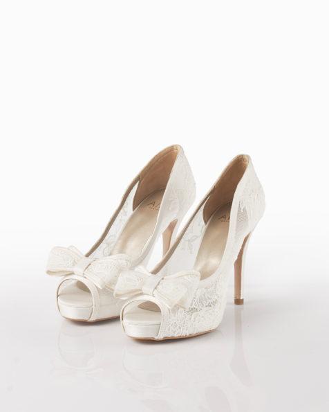 Chaussures de mariée en dentelle, talon de 90mm, de couleur naturelle. Collection AIRE BARCELONA 2018.
