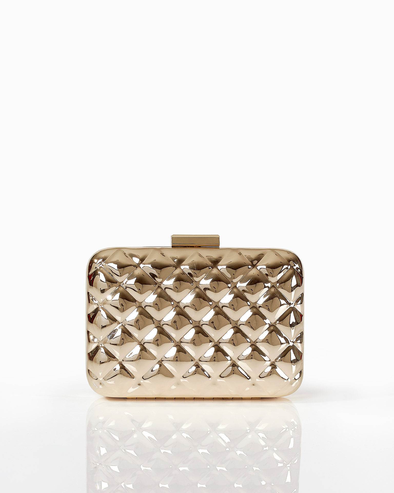 Metal clutch bag, in gold. 2018 FIESTA AIRE BARCELONA Collection.