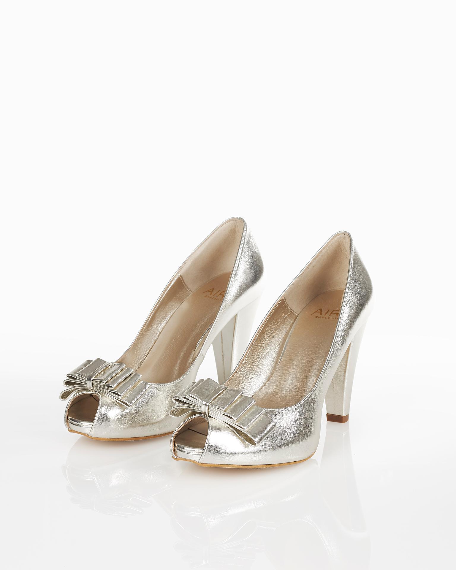 .2018 مجموعة فساتين FIESTA AIRE BARCELONA حذاء من الجلد ذو كعب 85 مم. متوفر باللون الذهبي والرملي.
