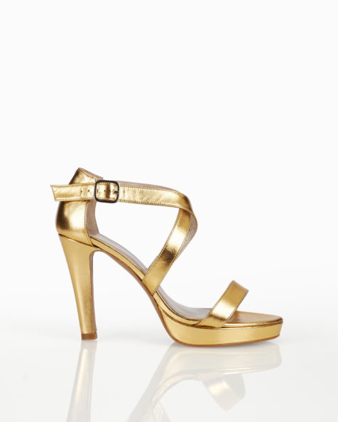 Leather bridal platform sandals with closed high heel, available in natural, nude, gold and silver. 2018 AIRE BARCELONA Collection.