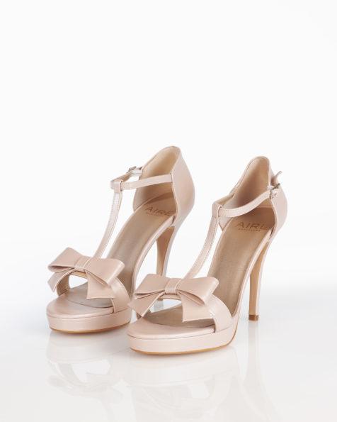 Sandales de mariée en cuir, avec plate-forme, talon haut, fermées à l'arrière et nœud, disponible en couleur naturelle, nude, or et argent. Collection AIRE BARCELONA 2018.