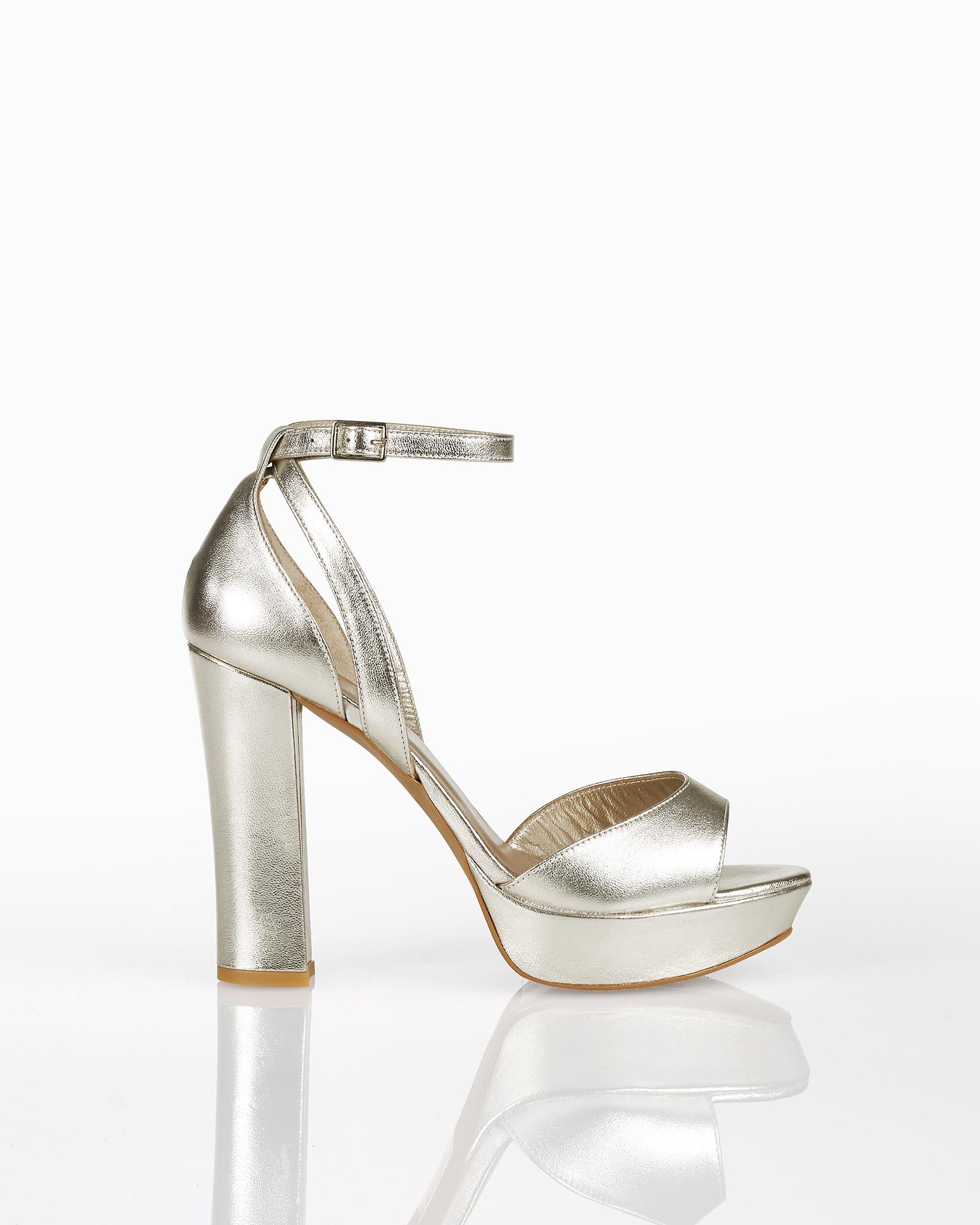 Sandali da sposa in cuoio, con piattaforma, tacco alto e calcagno coperto, disponibili in colore naturale, carne, oro e argento. Collezione AIRE BARCELONA 2018.